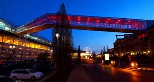 Falls Avenue Resort Skywalk
